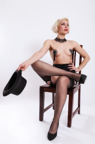 Kuenstleragentur-Berlin-Burlesque-HeldIn-109-3-Heroine-Artists