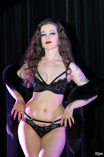 Kuenstleragentur-Berlin-Burlesque-HeldIn-124-3-Heroine-Artists