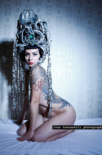 Kuenstleragentur-Berlin-Burlesque-HeldIn-126-2-Heroine-Artists