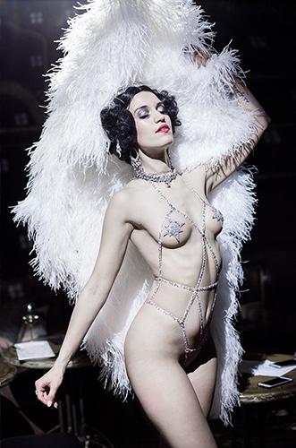 Künstleragentur-Burlesque-Tänzerin-Heldin-101-1-Bild-Sedcard-Heroine-Artists