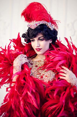 Künstleragentur-Burlesque-Tänzerin-Heldin-101-2-Bild-Sedcard-Heroine-Artists