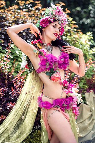 Künstleragentur-Burlesque-Tänzerin-Heldin-101-3-Bild-Sedcard-Heroine-Artists