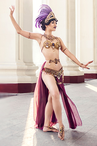 Künstleragentur-Burlesque-Tänzerin-Heldin-101-4-Bild-Sedcard-Heroine-Artists