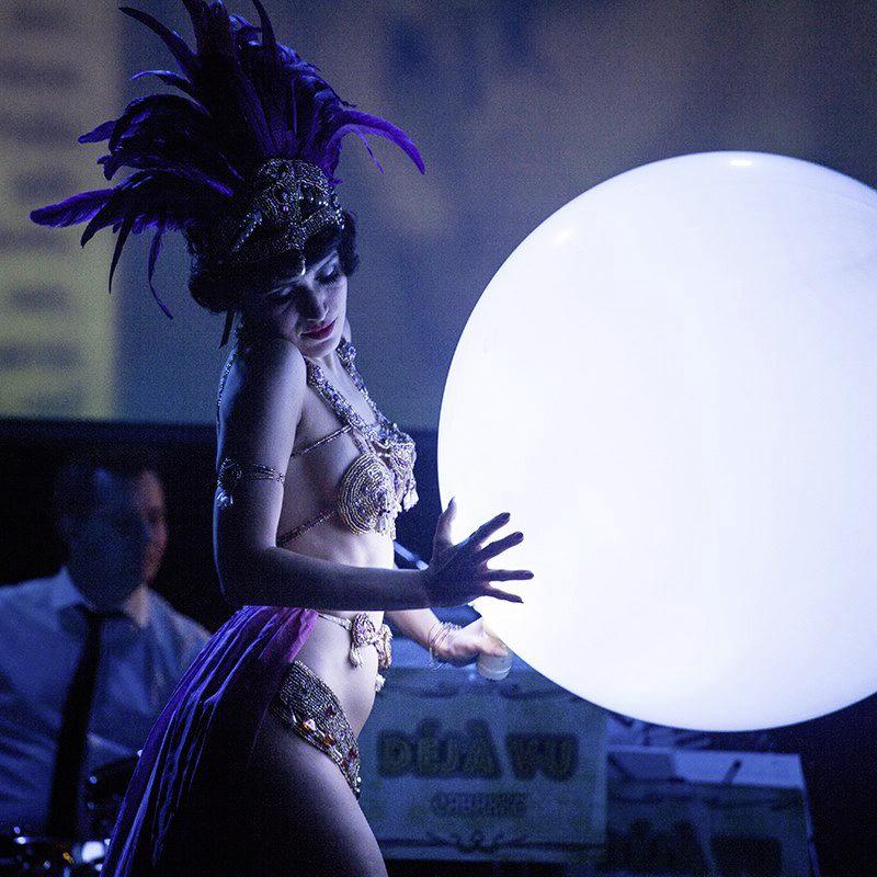 Künstleragentur-Burlesque-Tänzerin-Heldin-101-5-Bild-Sedcard-Heroine-Artists