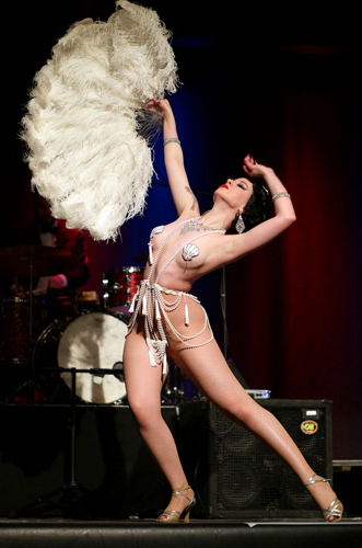 Kuenstleragentur-Berlin-Burlesque-HeldIn-124-02-Heroine-Artists