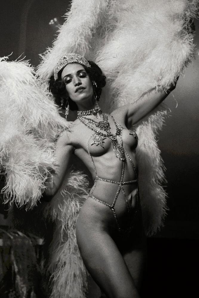Künstleragentur-Burlesque-Tänzerin-Heldin-101-Header-Bild-Sedcard-Heroine-Artists