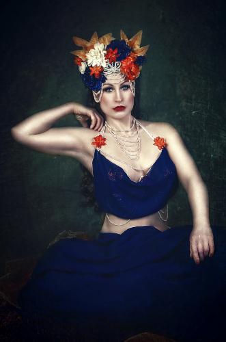 Künstleragentur-Burlesque-Sideshow-Heldin-505-2-Bild-Sedcard-Heroine-Artists