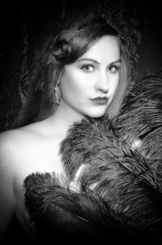 Künstleragentur-Burlesque-Sideshow-Heldin-505-4-Bild-Sedcard-Heroine-Artists
