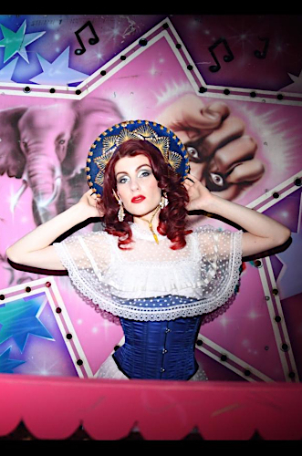 Künstleragentur-Burlesque-Sideshow-Heldin-507-8-Bild-Sedcard-Heroine-Artists