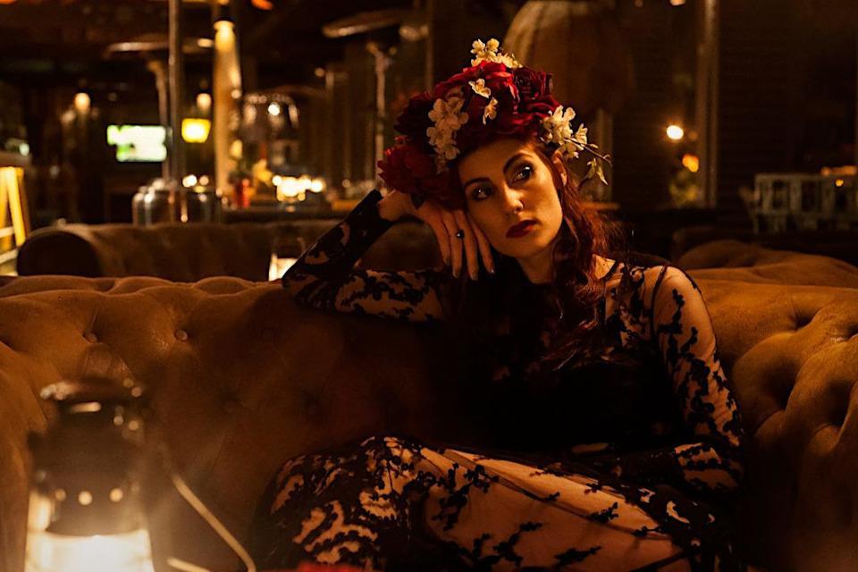 Künstleragentur-Burlesque-Sideshow-Heldin-507-1-Bild-Sedcard-Heroine-Artists