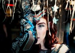 Künstleragentur-Burlesque-Sideshow-Heldin-507-12-Bild-Sedcard-Heroine-Artists