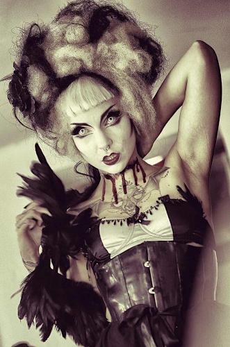 Künstleragentur-Burlesque-Sideshow-Heldin-509-2-Bild-Sedcard-Heroine-Artists