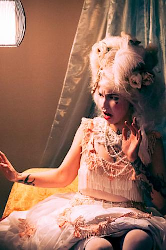 Künstleragentur-Burlesque-Sideshow-Heldin-509-3-Bild-Sedcard-Heroine-Artists