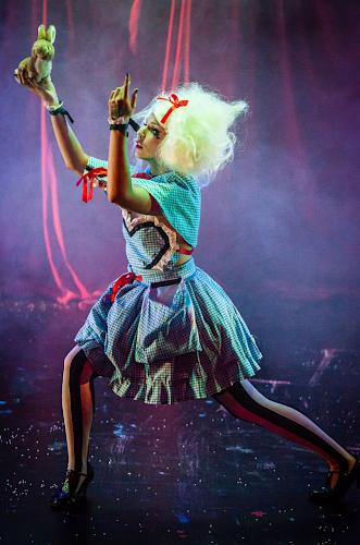 Künstleragentur-Burlesque-Sideshow-Heldin-509-6-Bild-Sedcard-Heroine-Artists