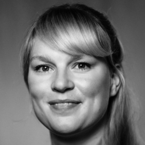 Wula-Ifantidis-Portrait-Close-Kuenstlervermittlung-HeroIne-Artists